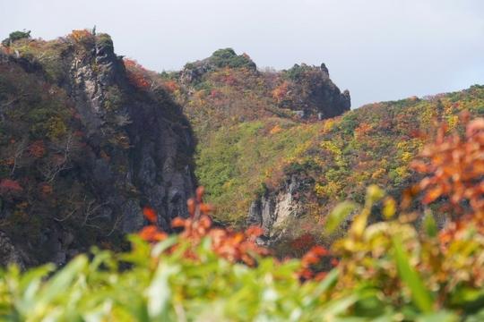 20170926111608 昭和湖上の不思議な岩 w1024 P1130275.jpg